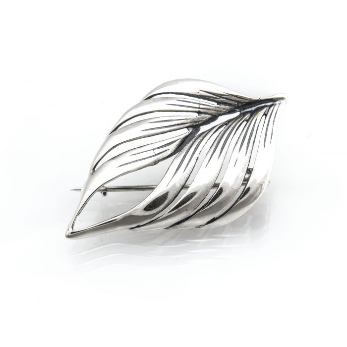 Broszka srebrna w kształcie liścia