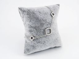 Bransoletka srebrna rodowana z rombami