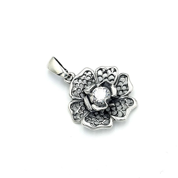 Wisiorek srebrny w kształcie kwiatka z cyrkonią