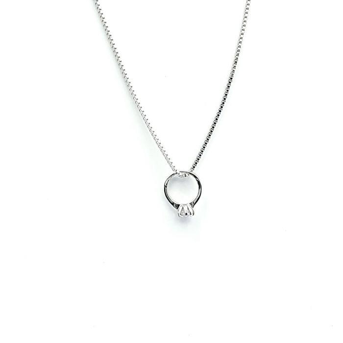 Naszyjnik srebrny rodowany - pierścionek z cyrkonią
