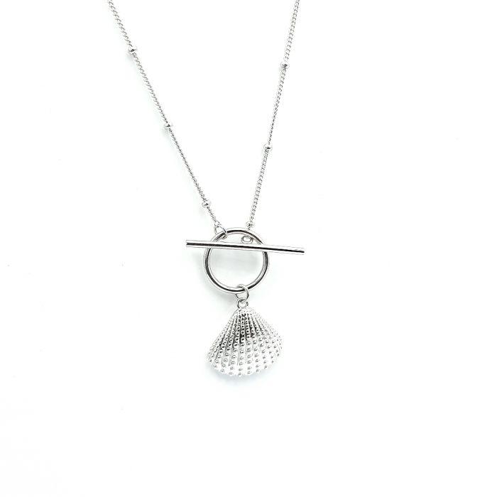 Naszyjnik srebrny rodowany z muszlą